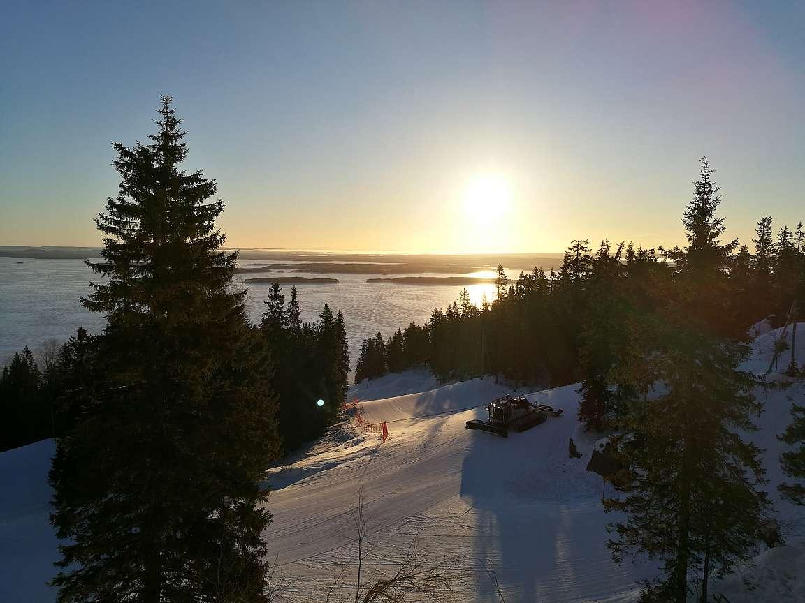 Jotenkin talvimaisema seuraavan aamun auringossa oli heti kauniimman oloinen.