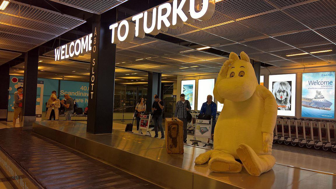 Turkuun on aina kiva mennä, paitsi silloin kuin määränpää pitäisi olla joku muu paikka. On siinä Muumipeikollakin ihmettelemistä, miten tässä näin pääsi käymään.