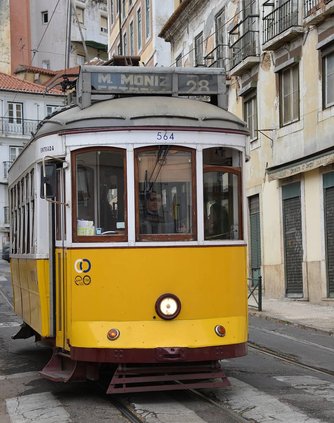 """Reitti 28 on Lissabonin raitiovaunujen """"turistireitti""""."""