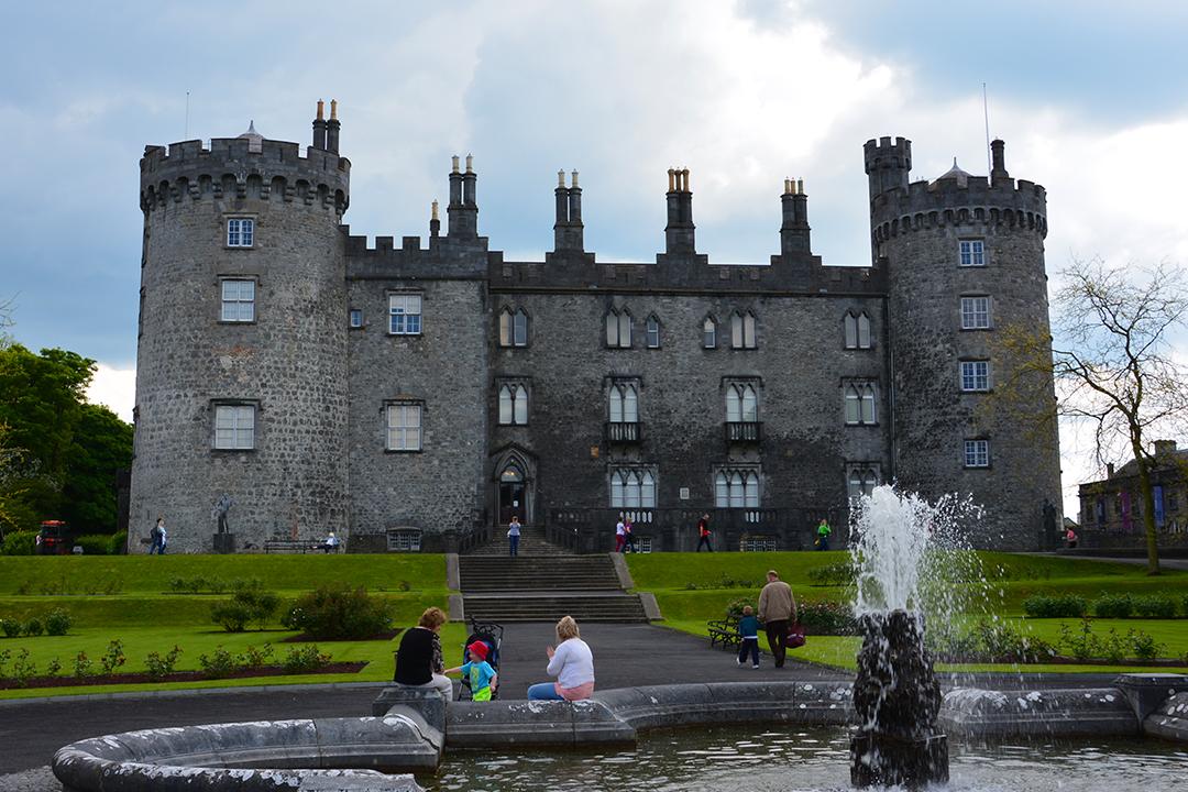Kilkennyn tunnetuin nähtävyys on itseoikeutetusti Kilkenny Castle copyright Lähtöportti