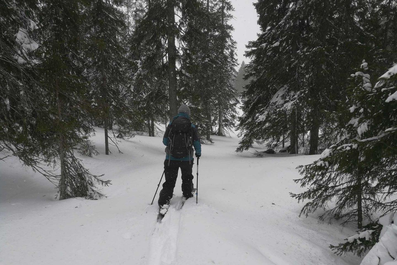 Karvapohjasuksilla hiihto Rukalla oli elämys