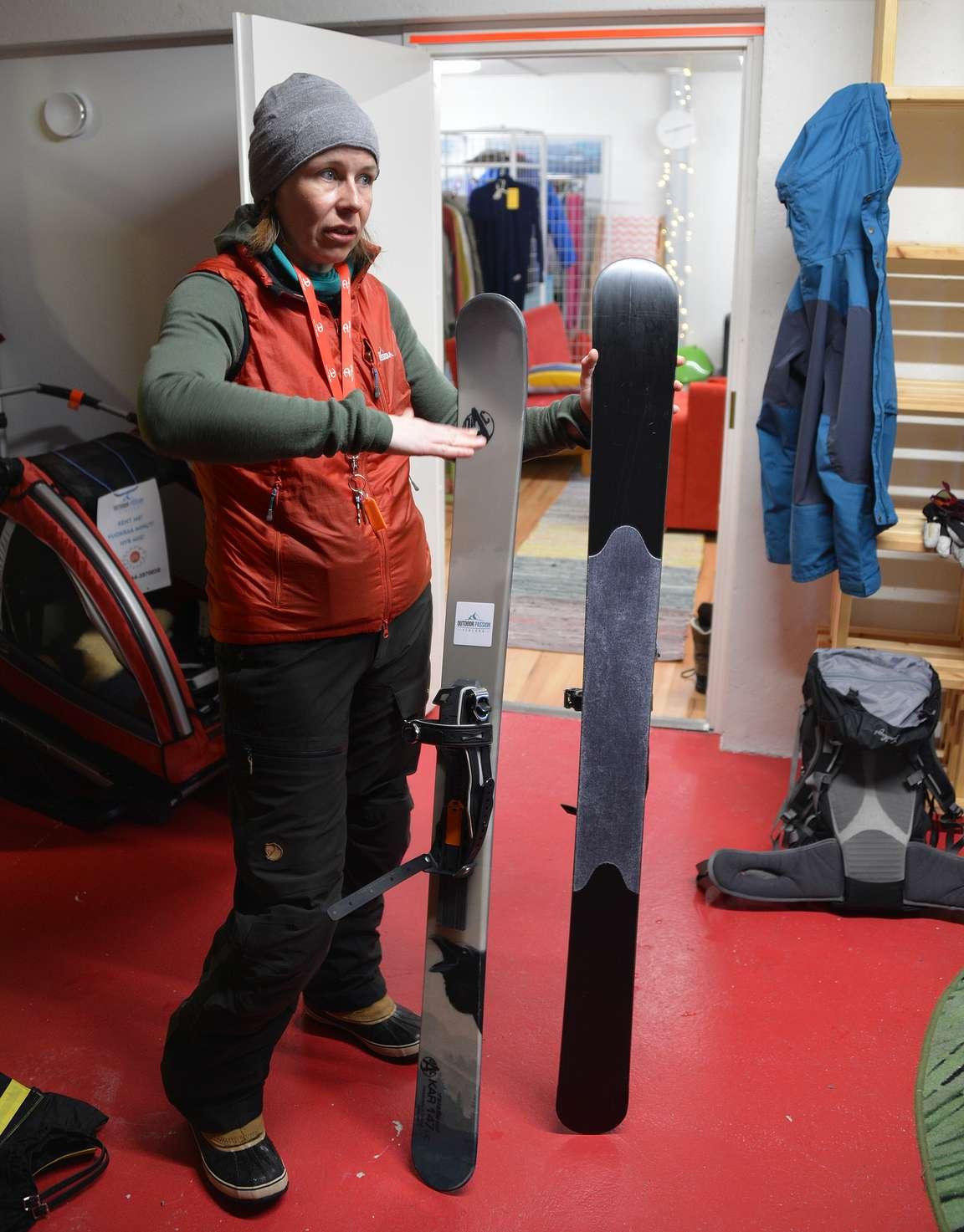 Ennen retkelle lähtöä laitettiin varusteet kuntoon Outdoor Passion Finlandin toimistolla.