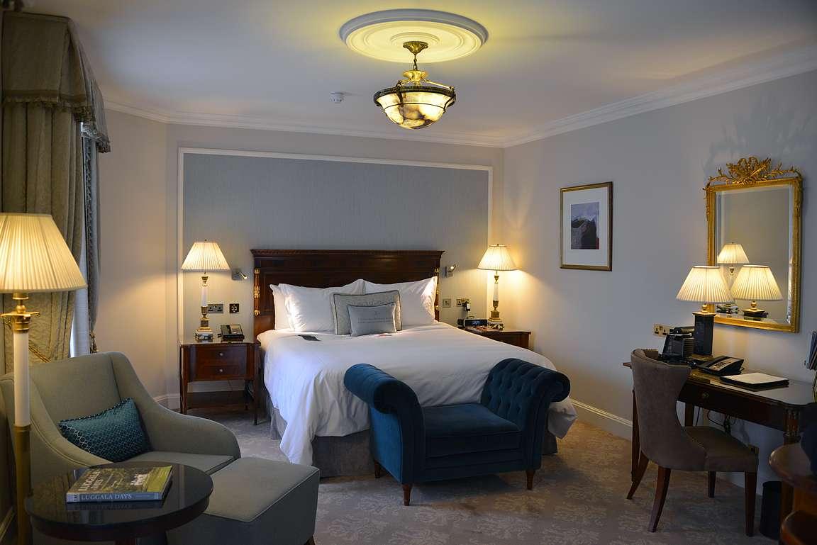 Hotellin perushuone käy jo luksuksesta.