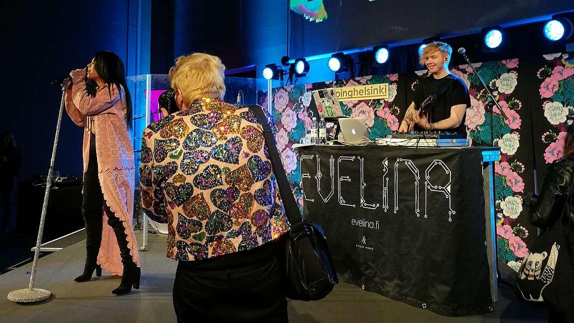 Evelina ja Tämän kylän homopoika alias Eino Nurmisto.