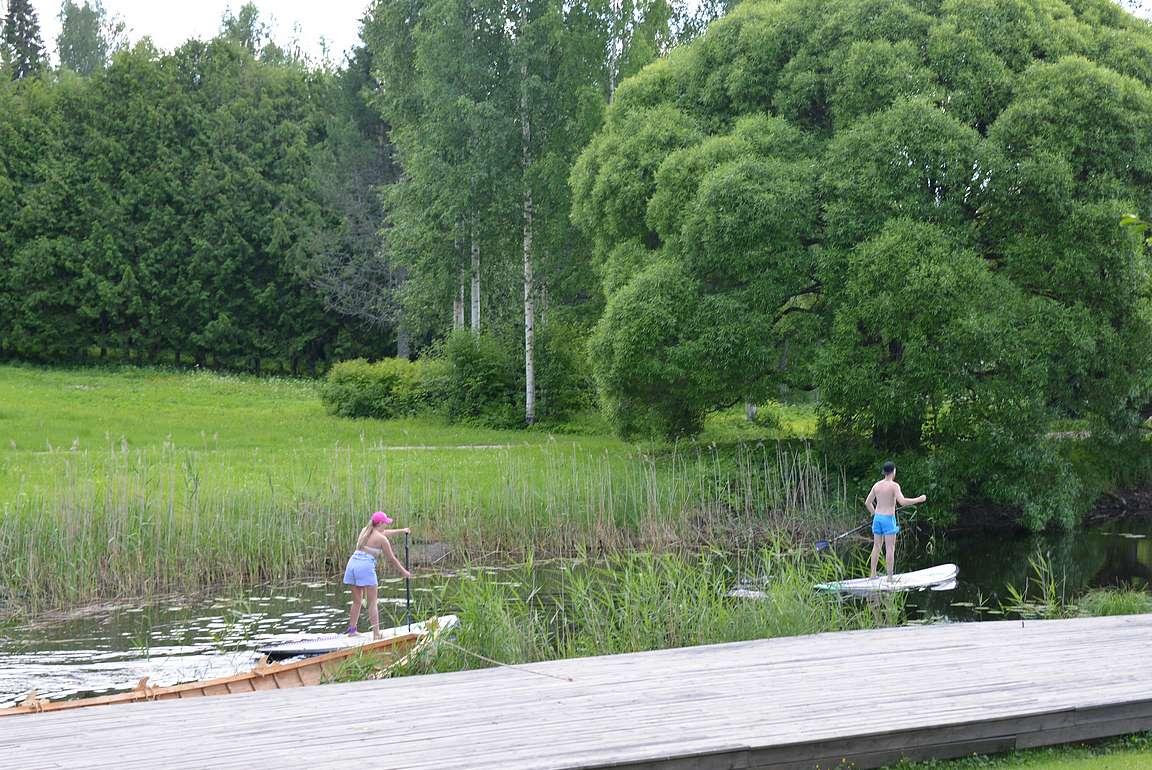 Sup-lautalijoita Mikkelinpuistossa.