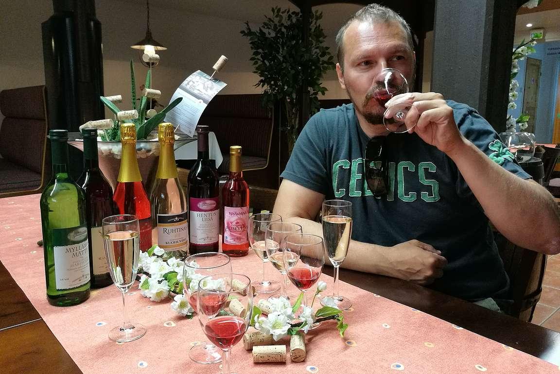 Vähän viinimpi aamiainen Ollinmäen viinitilalla.