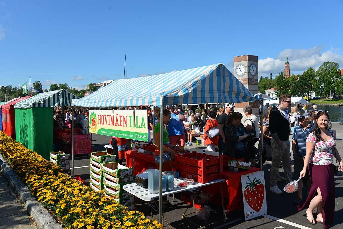 Savonlinnan kauppatori on yksi Suomen parhaista toreista.
