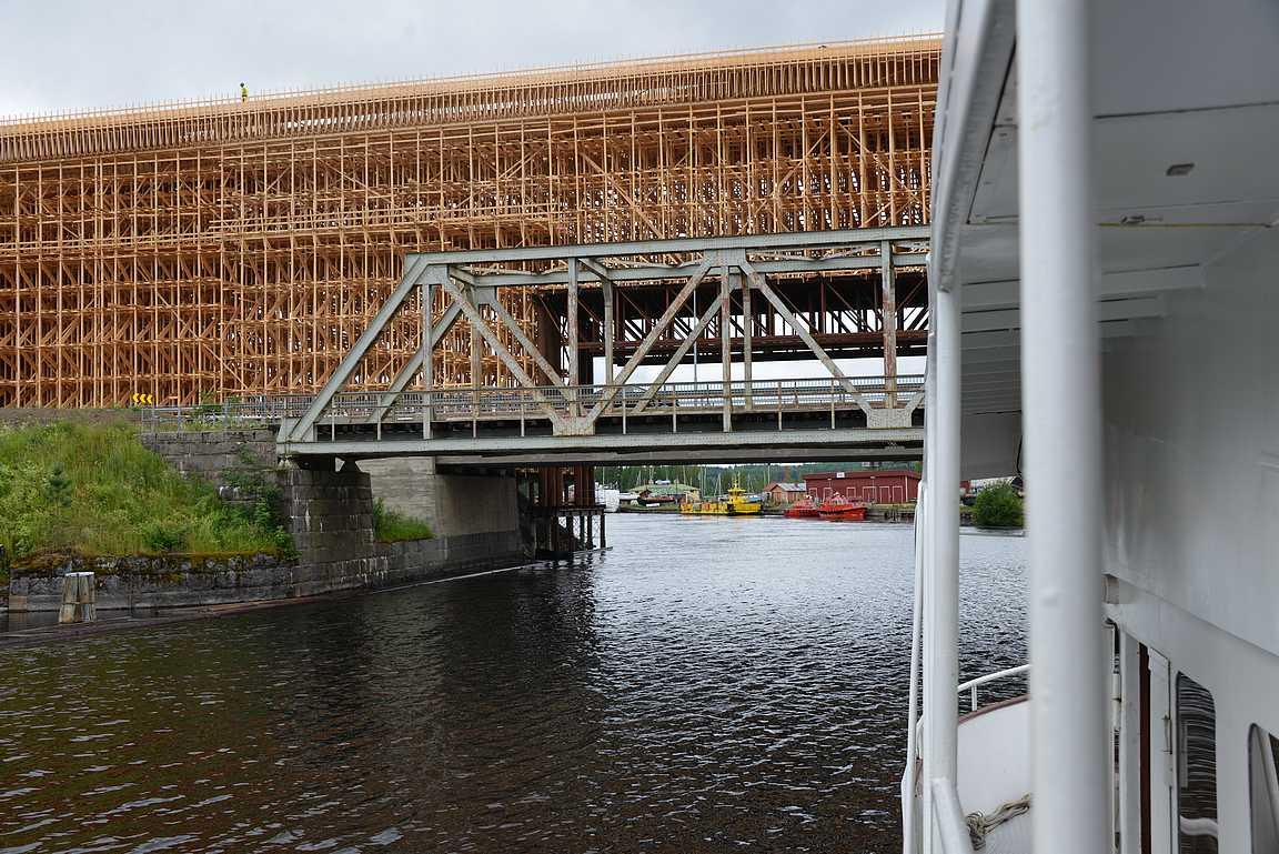 M/S Ieva:n Savonlinnan ympäriristeilyllä näkee myös Savonlinnan oman Colosseumin eli rakenteilla olevan Laittaatsalmen sillan.