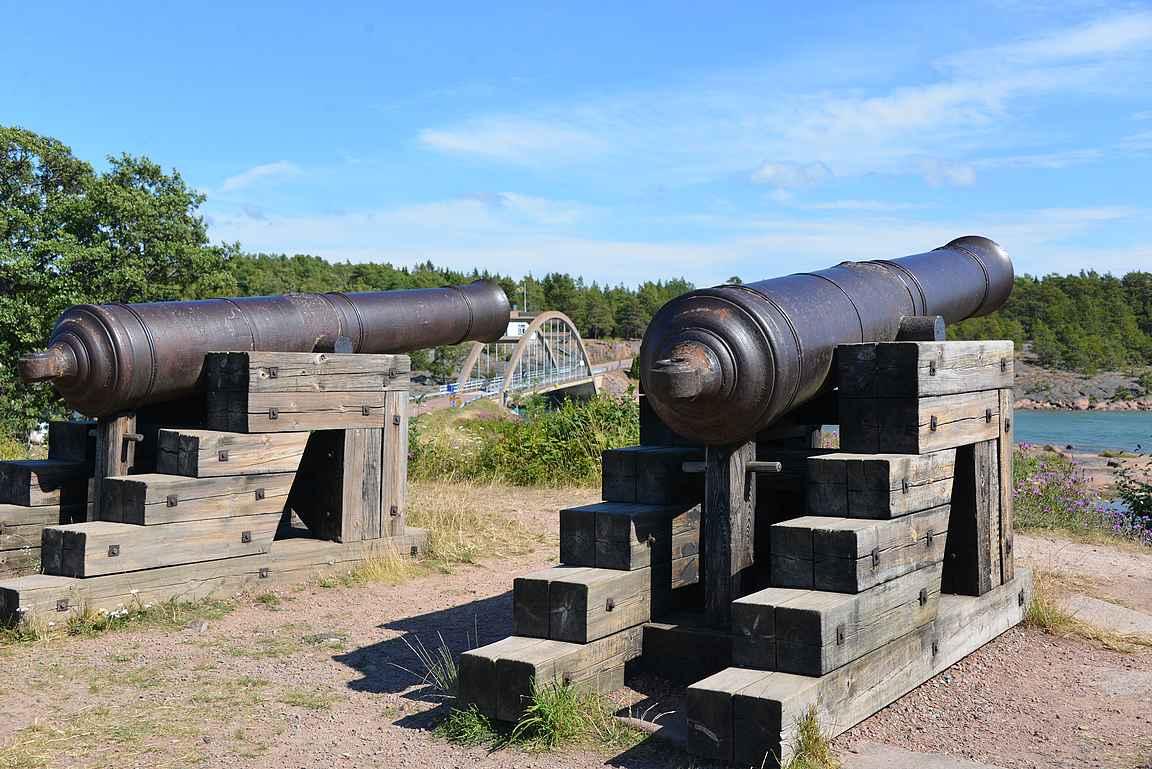 Bomarsundin rauniot ovat Ahvenanmaan tunnetuimpia nähtävyyksiä.
