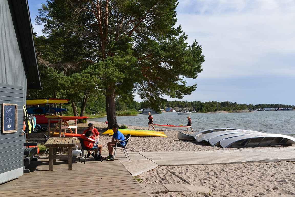 Kanootinvuokrausta Kåringsundissa.