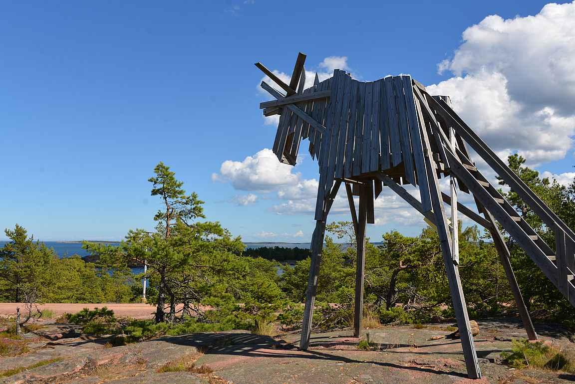 HavsViddenin majoituskompleksista löytyy myös upea hirvinäkötorni.