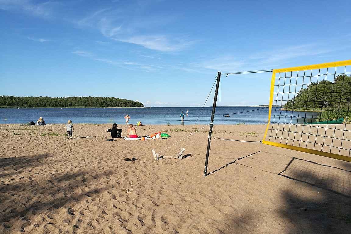 Sandösundin leirintäalueen erinomainen lapsiystävällinen hiekkaranta.