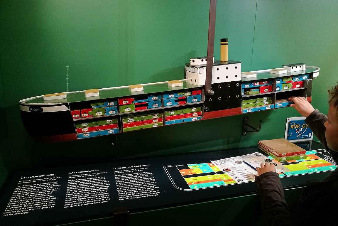 Rahtilaivan 47 kollia on lastattava oikeassa järjestyksessä tai muuten laiva kellahtaa nurin.