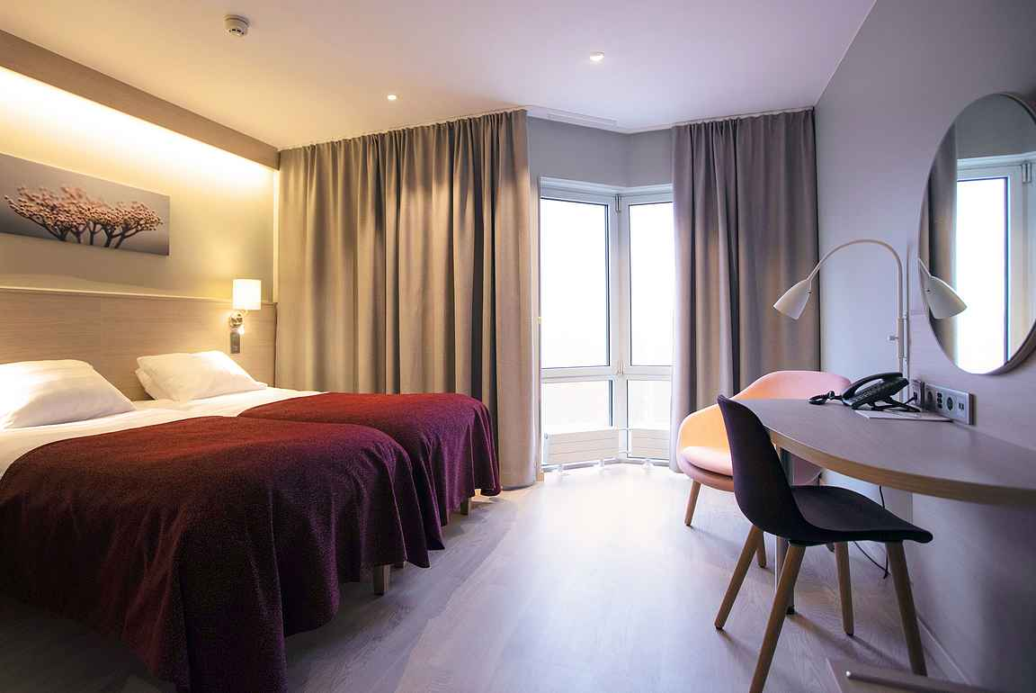 Skandinaaviseen tyyliin sisustetut uudistetut huoneet ovat tyylikkäitä ja kodikkaita.