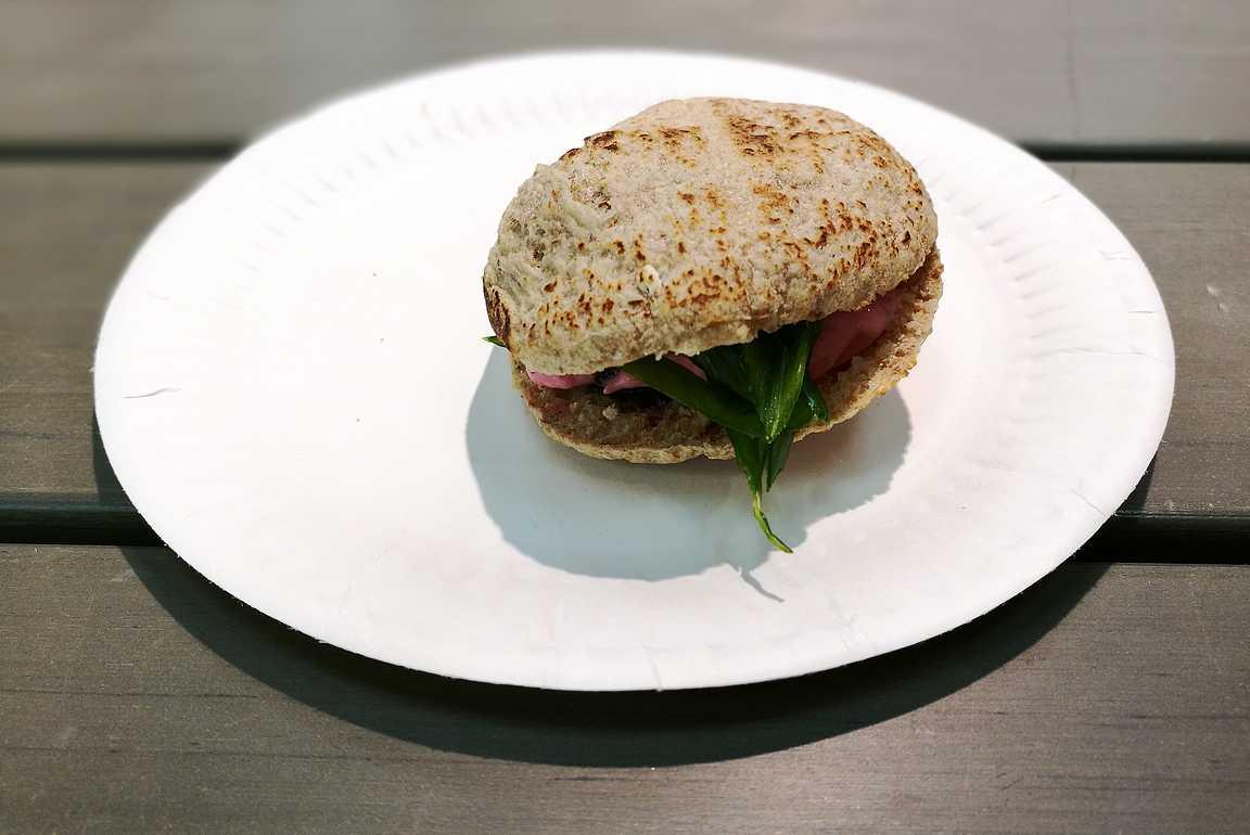 Mustamakkara kebab-leivällä herätti kiinnostusta jo muissakin ravintoloiden kokeissa...