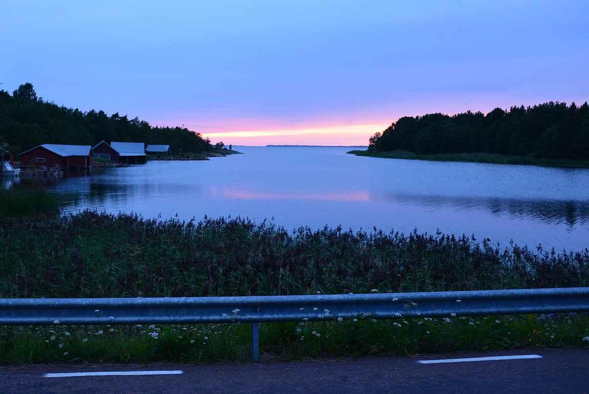 Makumatkalla Ahvenanmaalle näkee samalla upeita maisemia ympäri saaristoa.