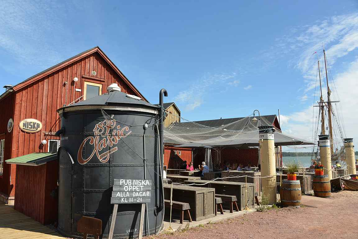 Pub Niska toimii Maarianhaminan Merikorttelissa.
