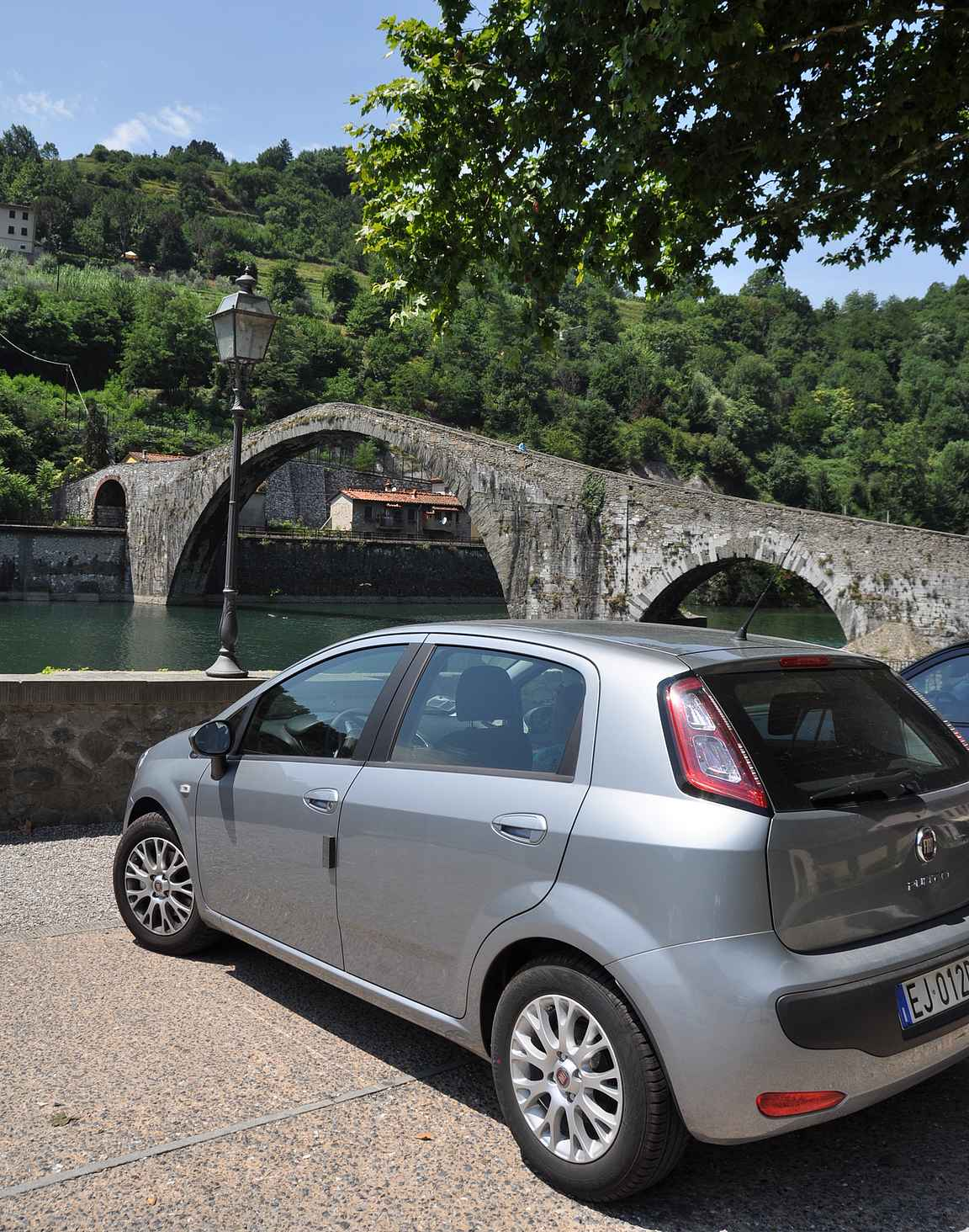 Luccasta hieman pohjoiseen löytyy paholaisen silta (Ponte della Maddalena - Ponte del Diavolo).
