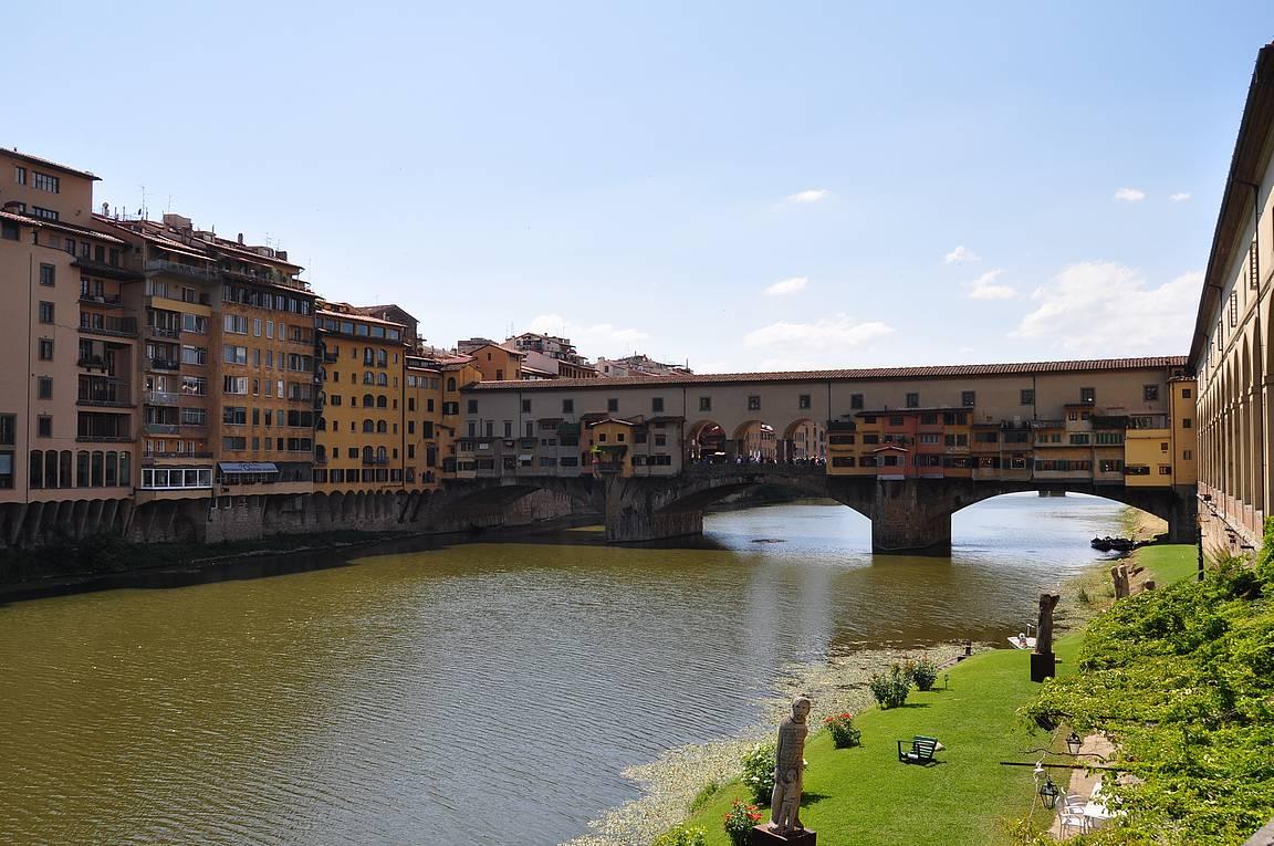 Ponte Veccio - Arnojoen kuuluisa silta.
