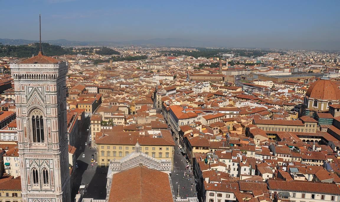 Firenzeä kupolista katseltuna.