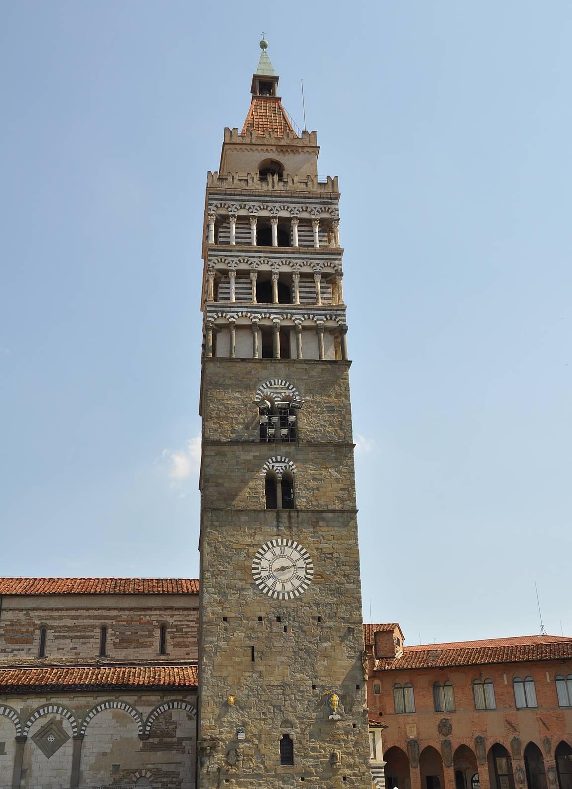 Praton katedraalin kellotorni.