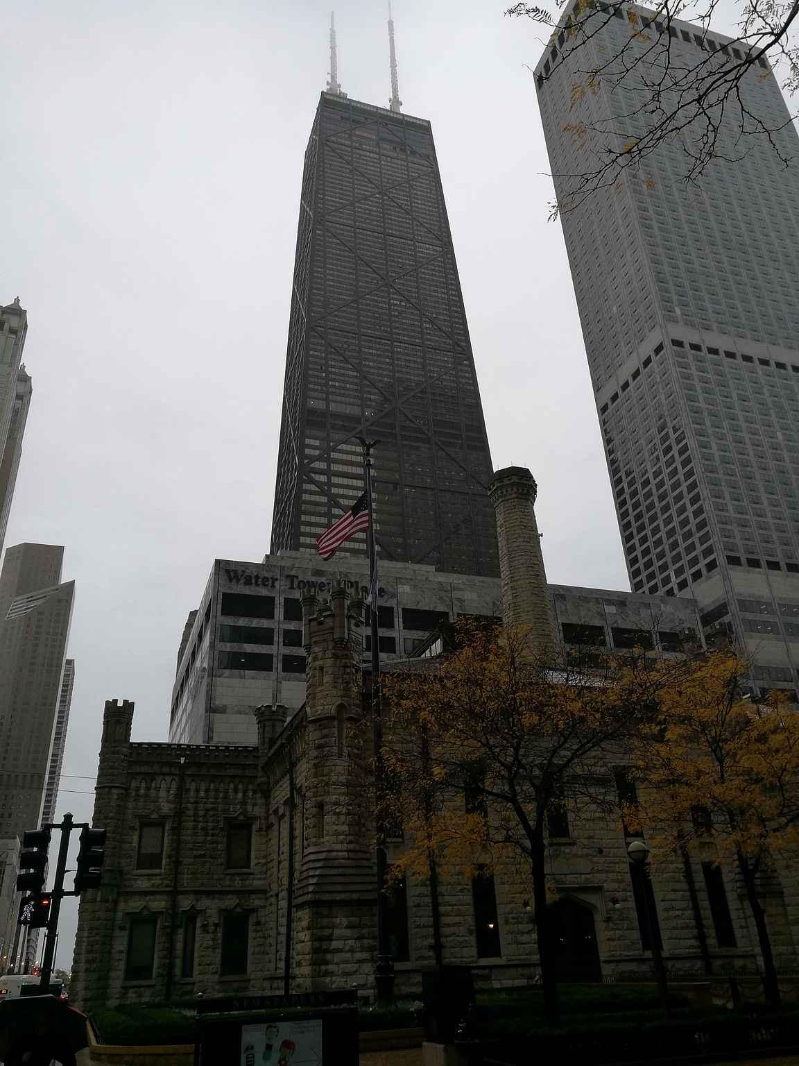 360 Chicago eli entinen John Hancock Tower.