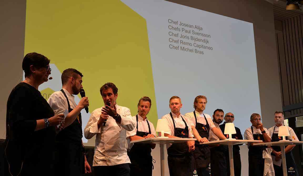 Ennen illallisia kaikkia Michelin-tähti kokkeja haastateltiin lavalla.