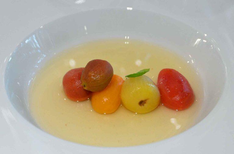 Chef's Menu - aloitusruokana tomaatteja viidellä tavalla a la Jose Alijan. Annos oli niin tajunnan räjäyttävä, että rima nousi heti kattoon.
