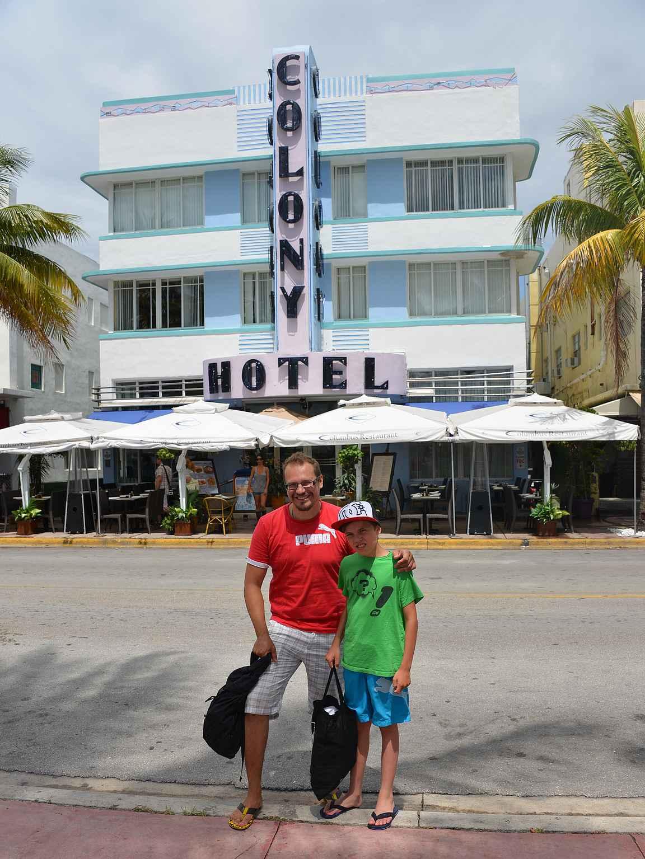 Valtterin kanssa majoituttiin South Beachillä Miami Vicesta tuttuun Colony Hotelliin.