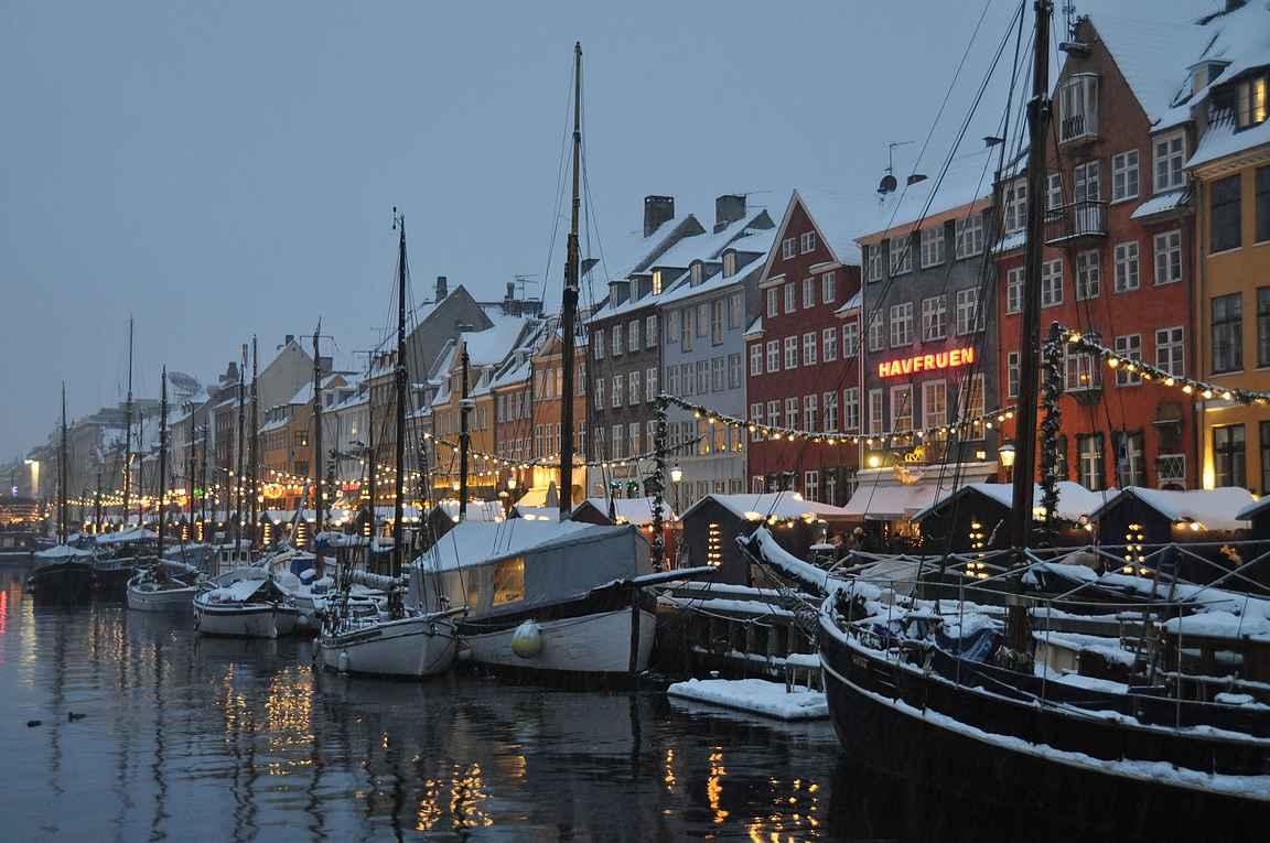 Kööpenhaminan Nyhavn toimii ympäri vuoden.