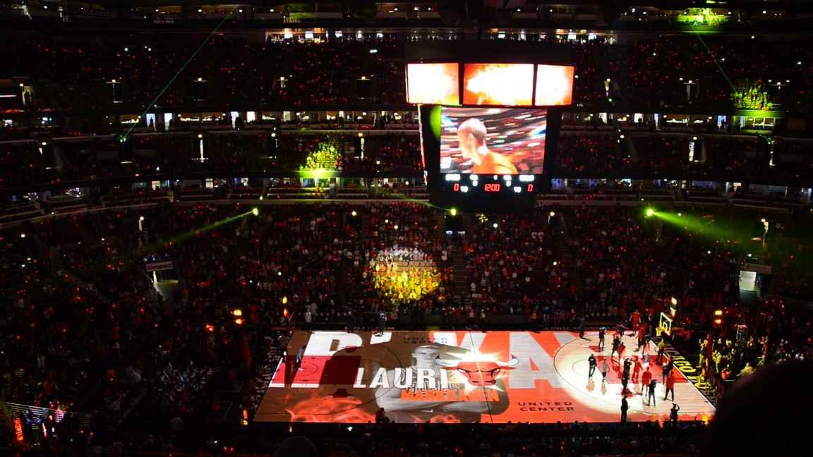 Lauri Markkanen - Chicago Bulls - on monen urheilufanin haaveena livenä paikan päällä.