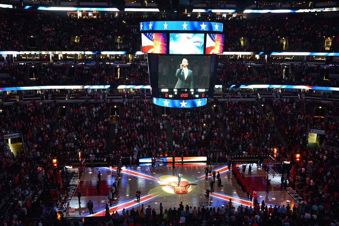 Kansallislaulut kuuluu jokaisen ottelun aloitukseen.