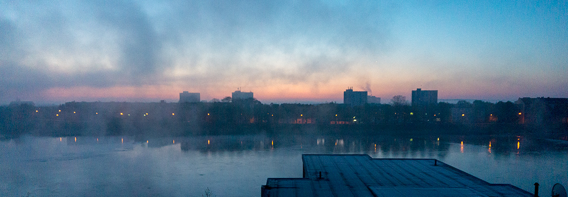 Aurinko nousee Puolasta - kuvattu residenssin ikkunasta.