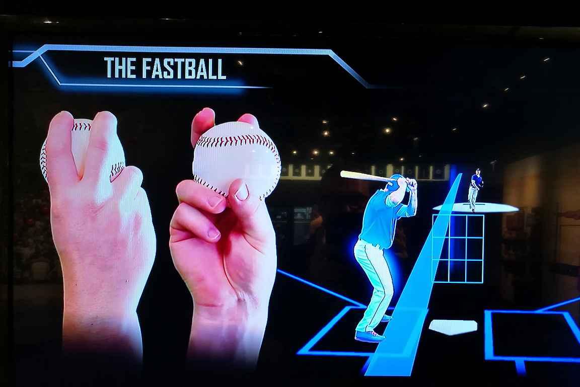 Baseballin syöttöjen opiskelua.