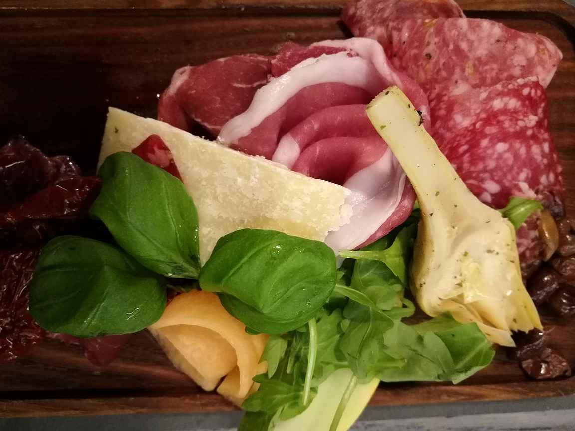 Italialainen ravintola Tavolàta on erinomainen valinta rentoa ravintolaa ja laadukasta ruokaa etsiville.