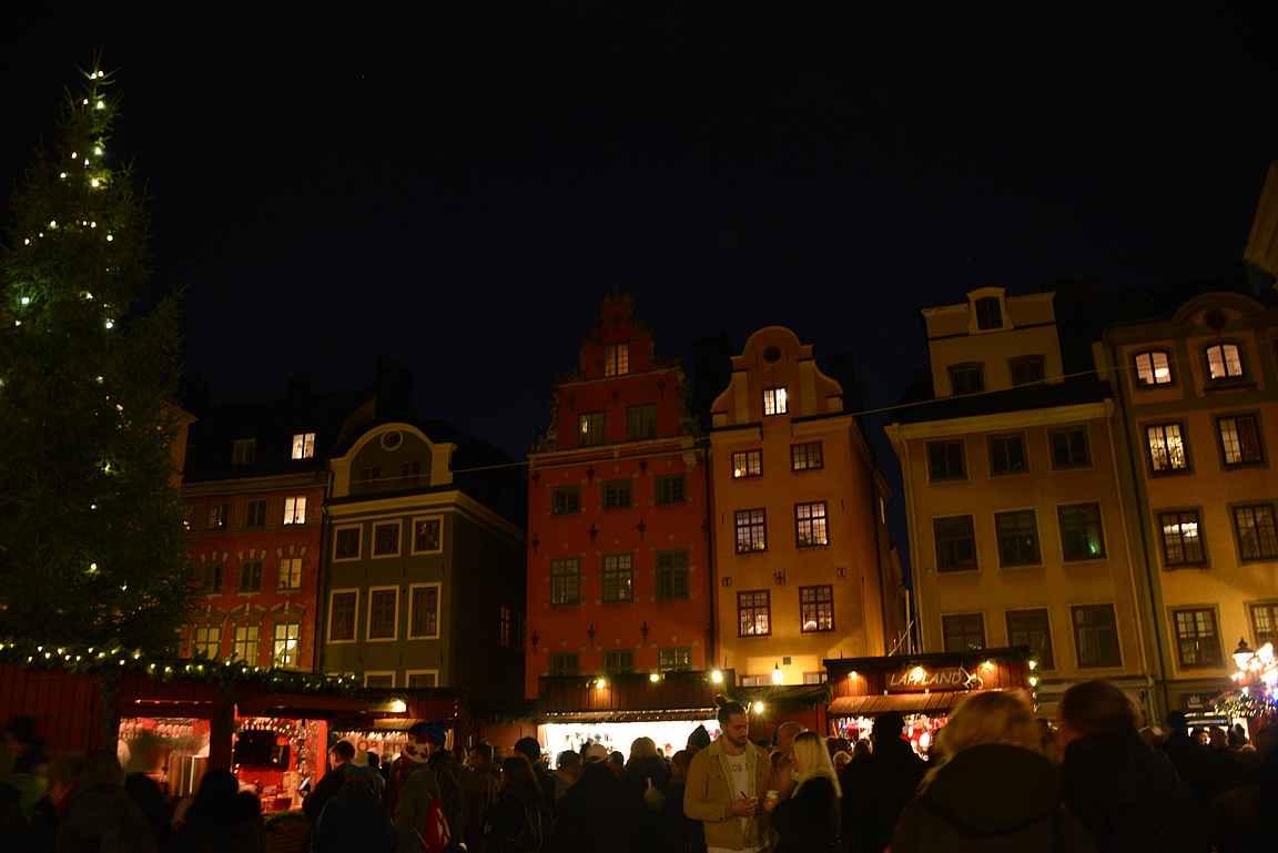 Tukholman vanha kaupunki on tunnelmallisimillaan pimenän laskeuduttua kaupunkiin.