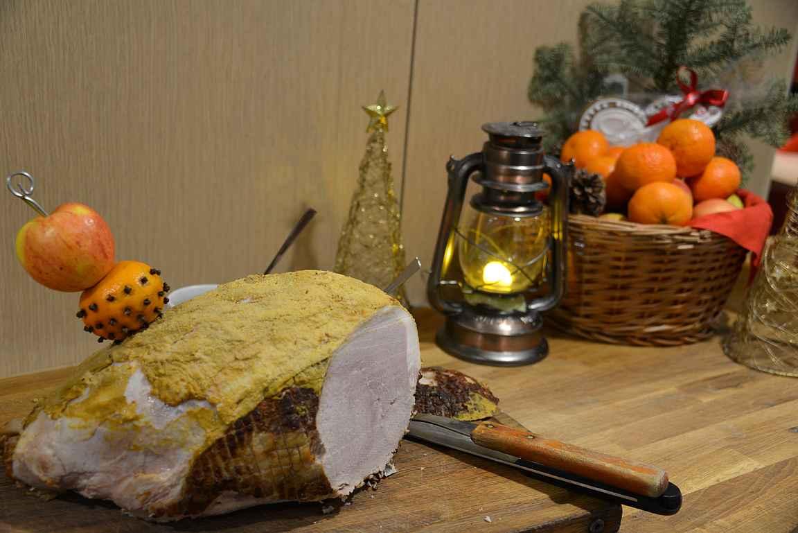Menomatkalla syödessämme Grande Buffet -ravintolassa oli tarjolla upea ja harvinaisen maukas joulukinkku.