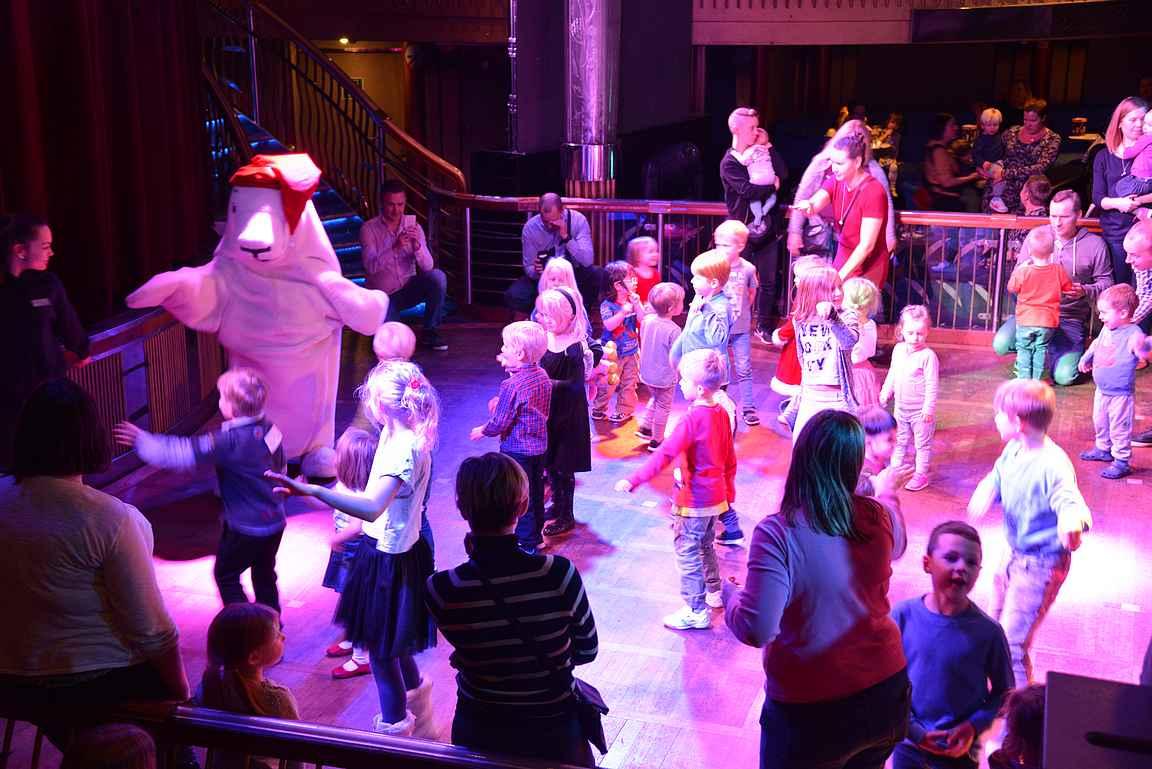 Harri Hylje tanssitti lapsia alkuillasta.