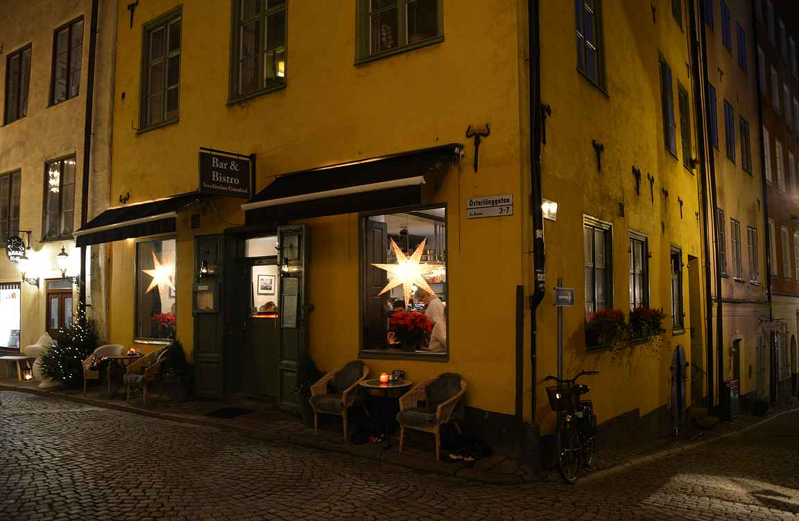 Gamla Stanin baarit ja ravintolat kutsuvat astumaan sisään.