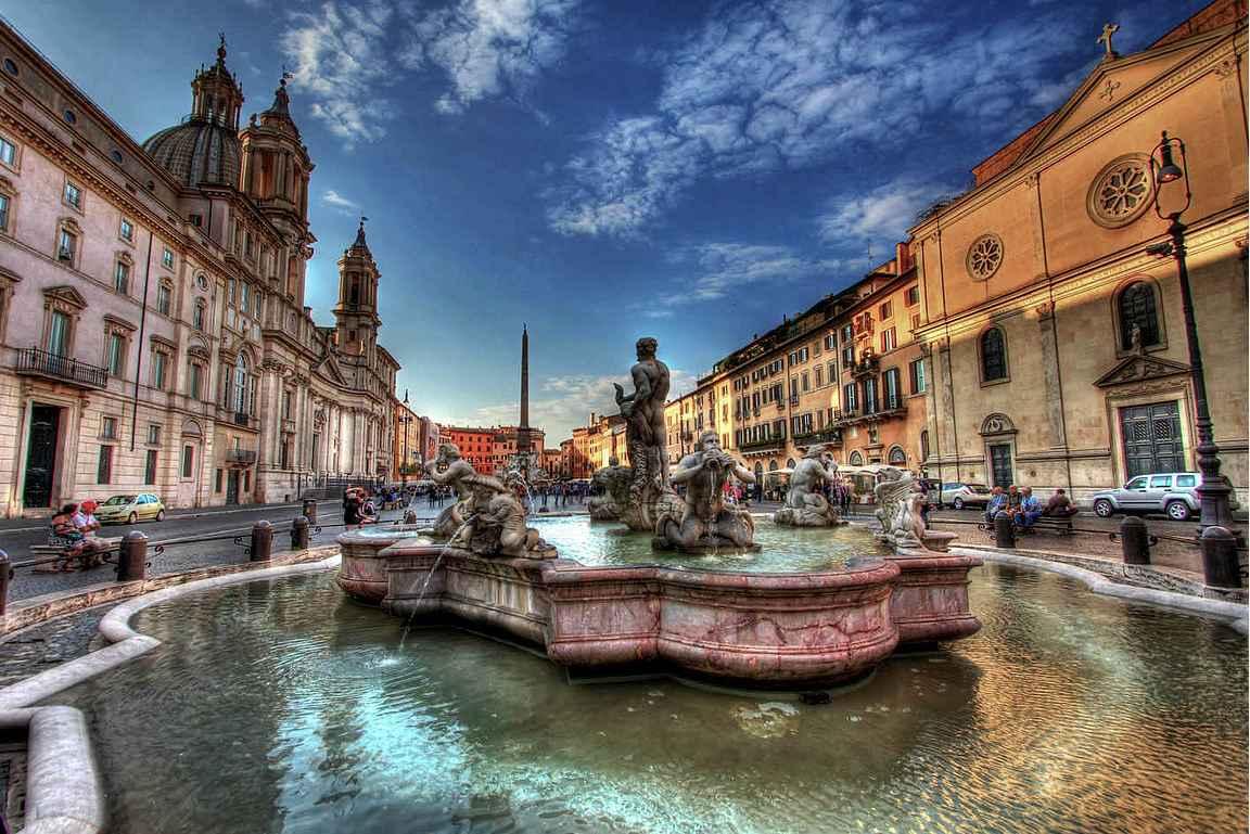 Piazza Navonna on mahtipontinen aukio.