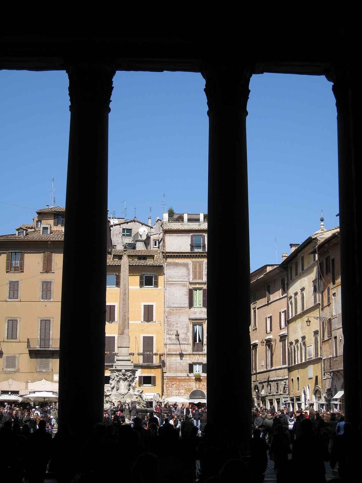 Näkymä Pantheonista ulospäin.