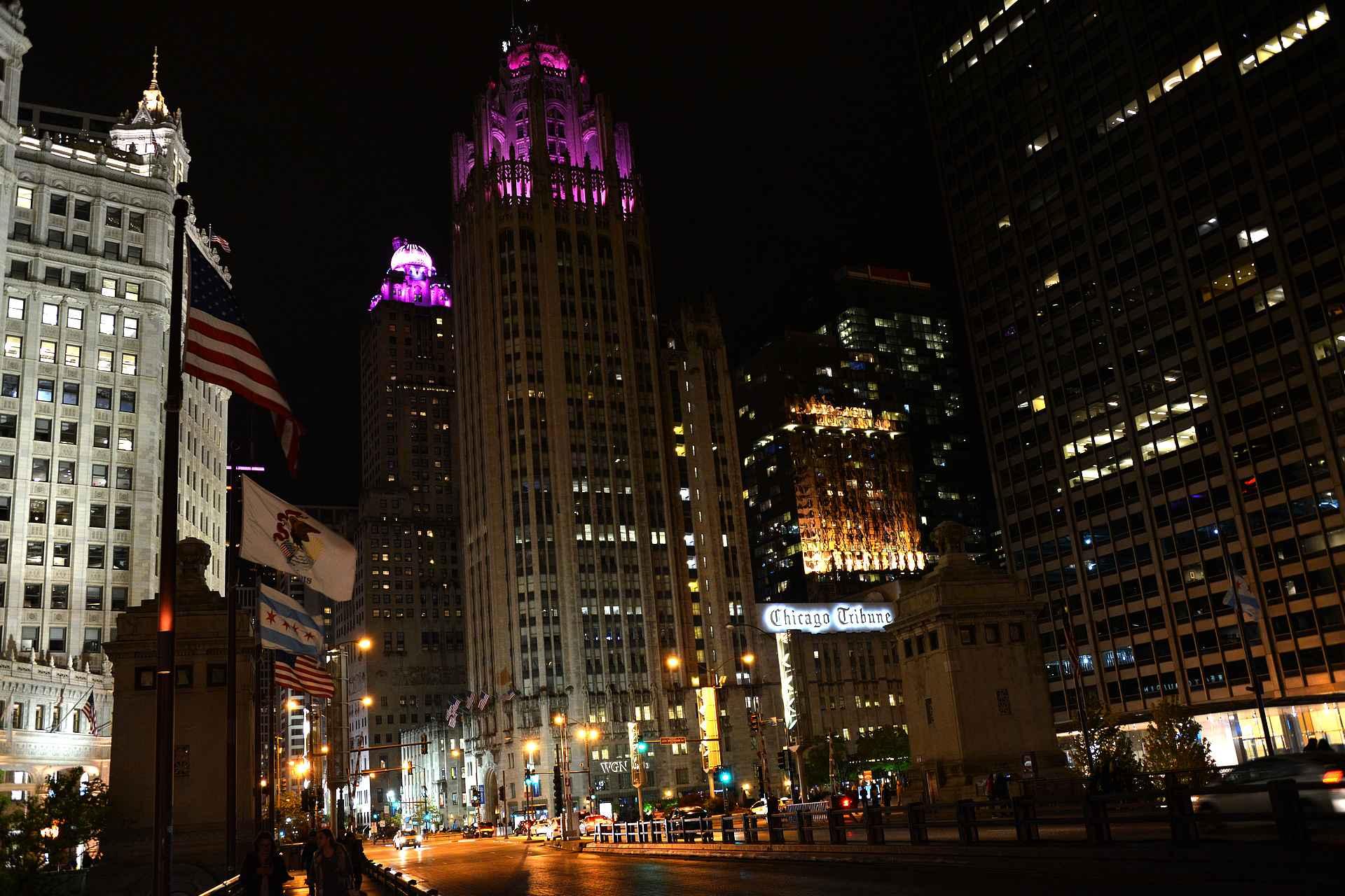 Chicagon keskustaa iltavalaistuksessa.