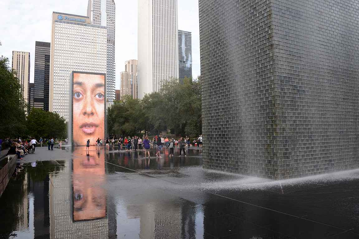 Crown Fountain on Jaume Pensan suunnittelema videoteos.