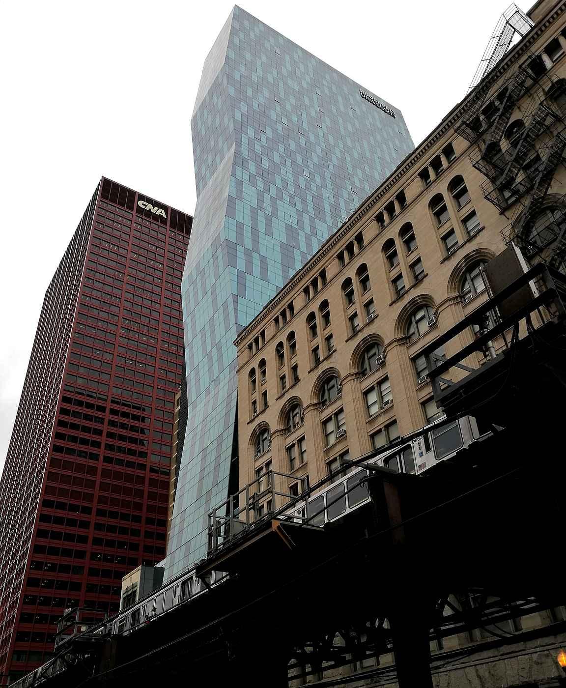 Metroraiteet ja pilvenpiirtäjät ovat molemmat varsin valokuvauksellisia.