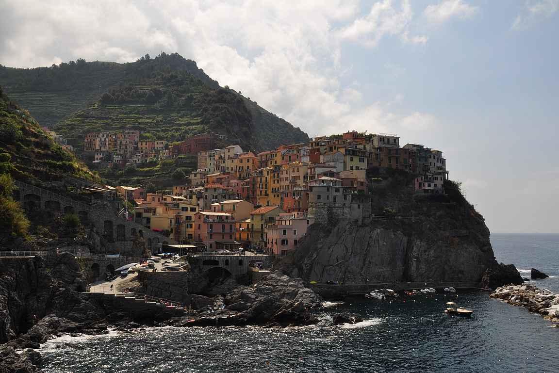 Cinque Terre eli viisi kylää - tässä niistä yksi, Manarola.