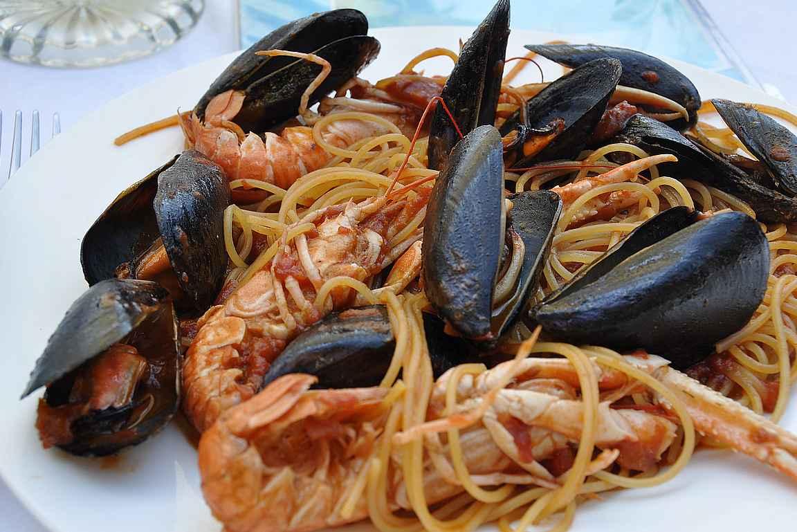 Lounaaksi mereneläviä, pastaa ja notkeutta...