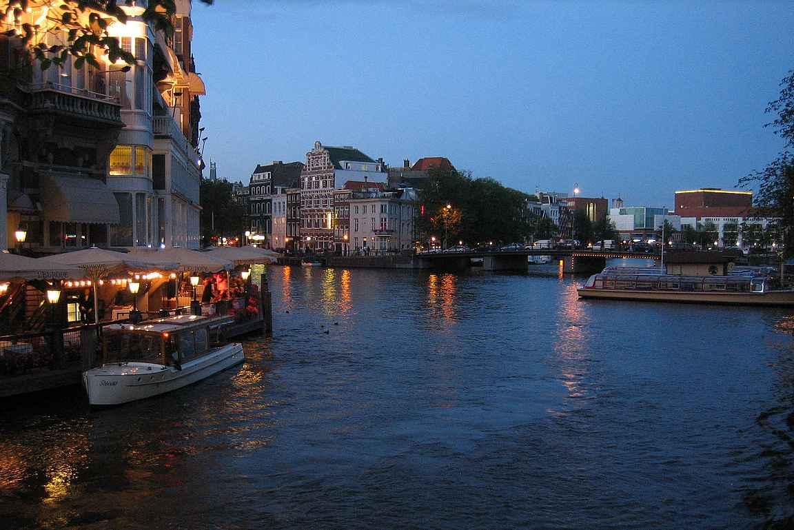 Amsterdamin kanaalit luovat kaupungille omanlaisen tunnelman.