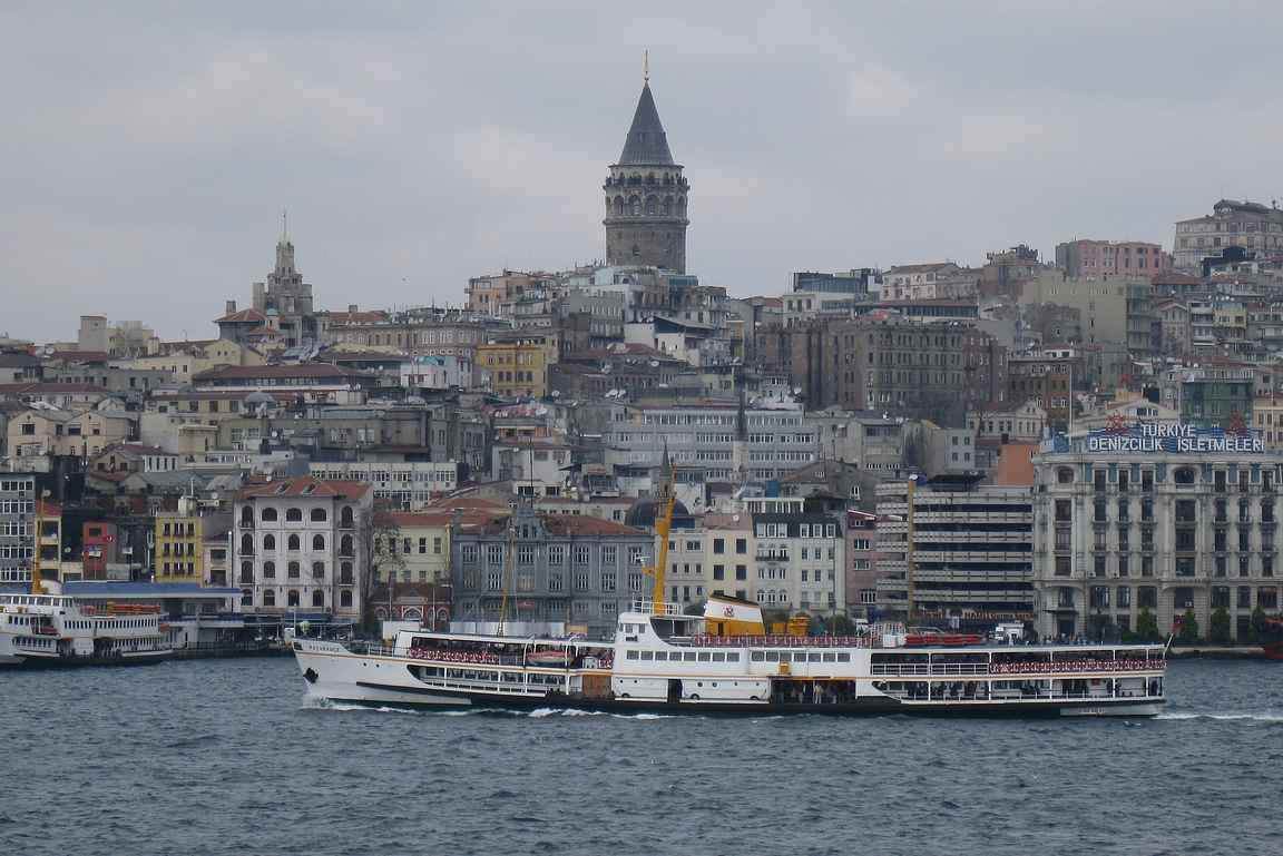 Bosporinsalmen paikallislautat ovat parasta Istanbulia.