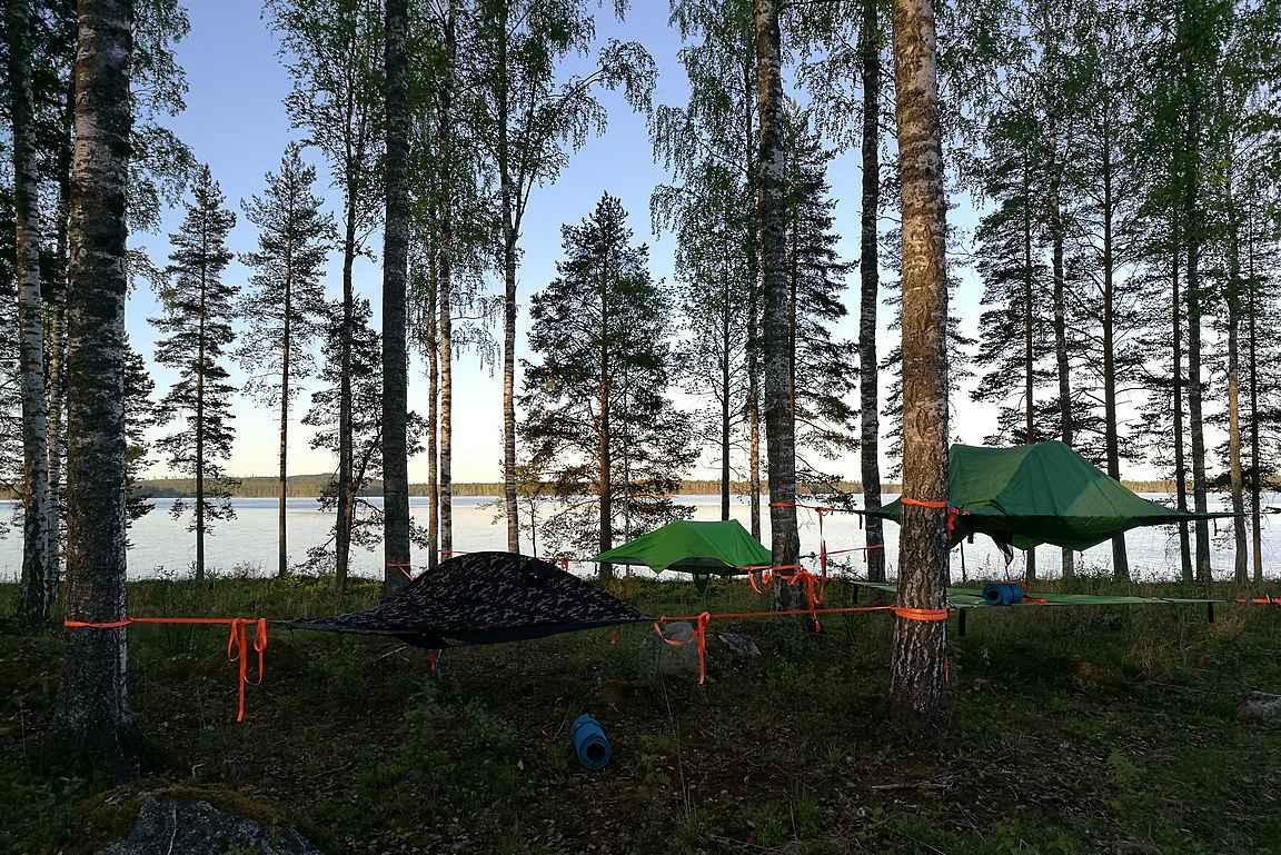 Koskenpäällä majoituttiin Tentsile -telttoihin muutaman tunnin yöunille.