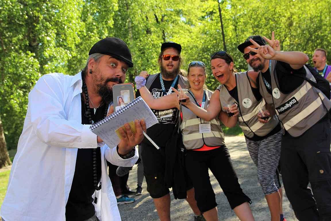 Yläkaupungin Yö -tapahtumassa sijainneella maalimattona toimineella neliöllä oli vastassa mm. kilpailun livestudion isäntä Mikko Kalliola toivottamassa kilpailun viihdyttävimmän joukkeen maaliin.